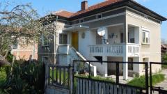 В тази къща в село Тошевци според съседи никой не е влизал поне от година, по настоящ адрес обитателите и са 24