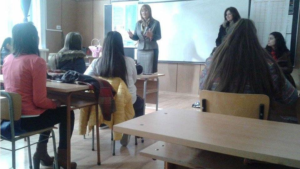 """Лиляна Дякова и ученици в среща-разговор на тема: """"Български народни песни за майката"""""""