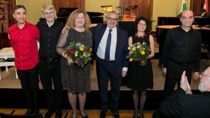 Посланик Иван Сираков с музикантите от