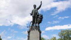 Паметникът на Васил Левски в родния му град Карлово