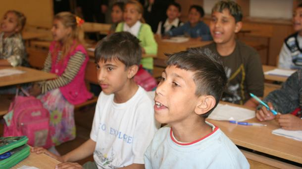 Experts help Roma children make up for educational gaps - News