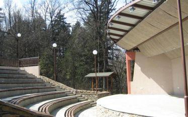 Новоизграденото лятно кино в курортния град Вършец