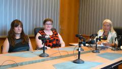 Вера Иванова, зам.-председател на Конфедерацията за защита на правата на децата, адвокат Анели Чобанова и Анелия Торошанова в студиото на