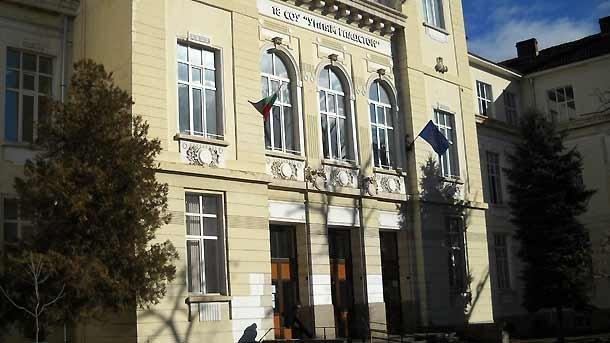 За сградите на училищата грижата е на общината, но има проблеми при паметници на културата с много собственици