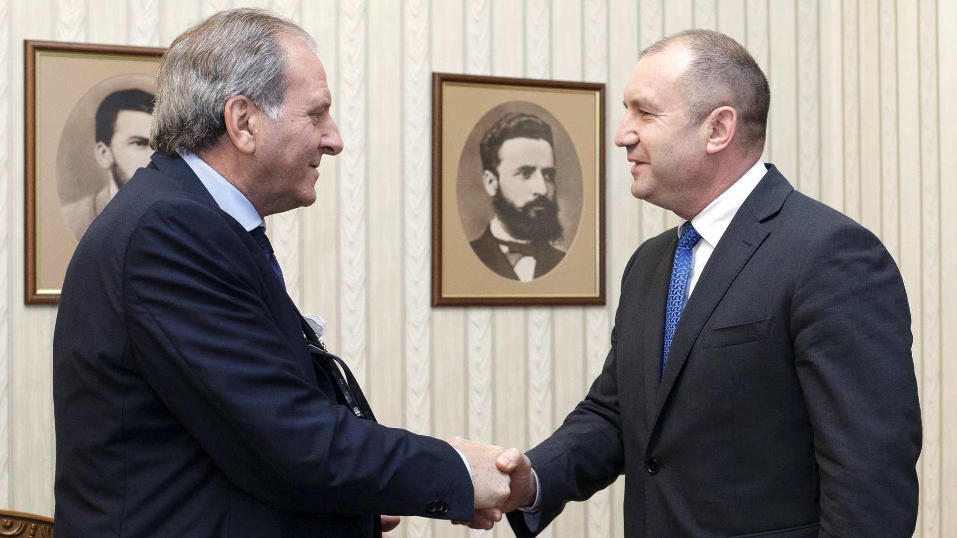Президентът Румен Радев разговаря с проф. Джузепе Консоло, адвокат на Сергей Антонов