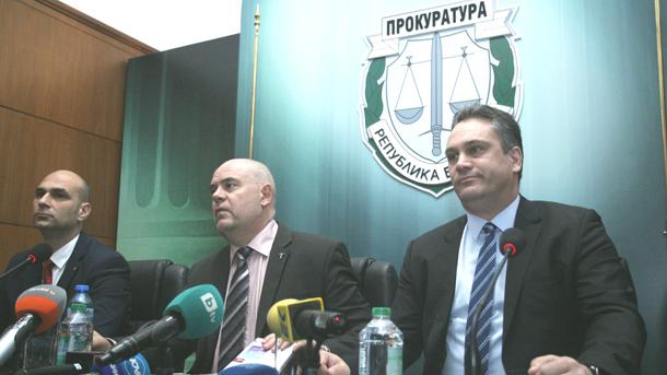 Ръководителят на Специализираната прокуратура Иван Гешев и председателят на новия антикорупционен орган Пламен Георгиев дават съвместна пресконференция по повод ареста на кметицата на столичния район