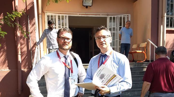 Кристиан Вигенин пред изборна секция в Турция