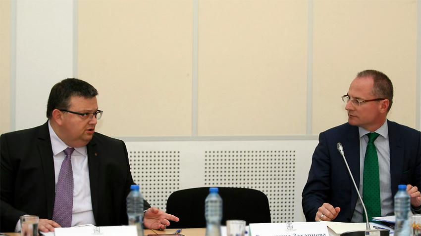 Generalstaatsanwalt Sotir Zazarow (l.) und der Vorsitzende des Obersten Kassationsgerichts Losan Panow