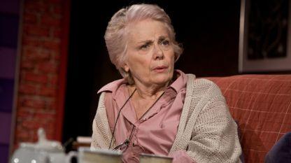 Меглена Караламбова в сцена от спектакъла