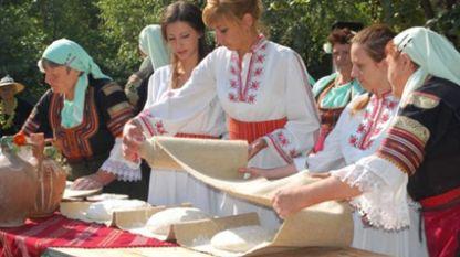 Кюстендилската Панагия въздига хляба в почит на Богородица