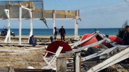 Разчистване на преместваеми обекти на плажната ивица в Слънчев бряг - април 2018 година.