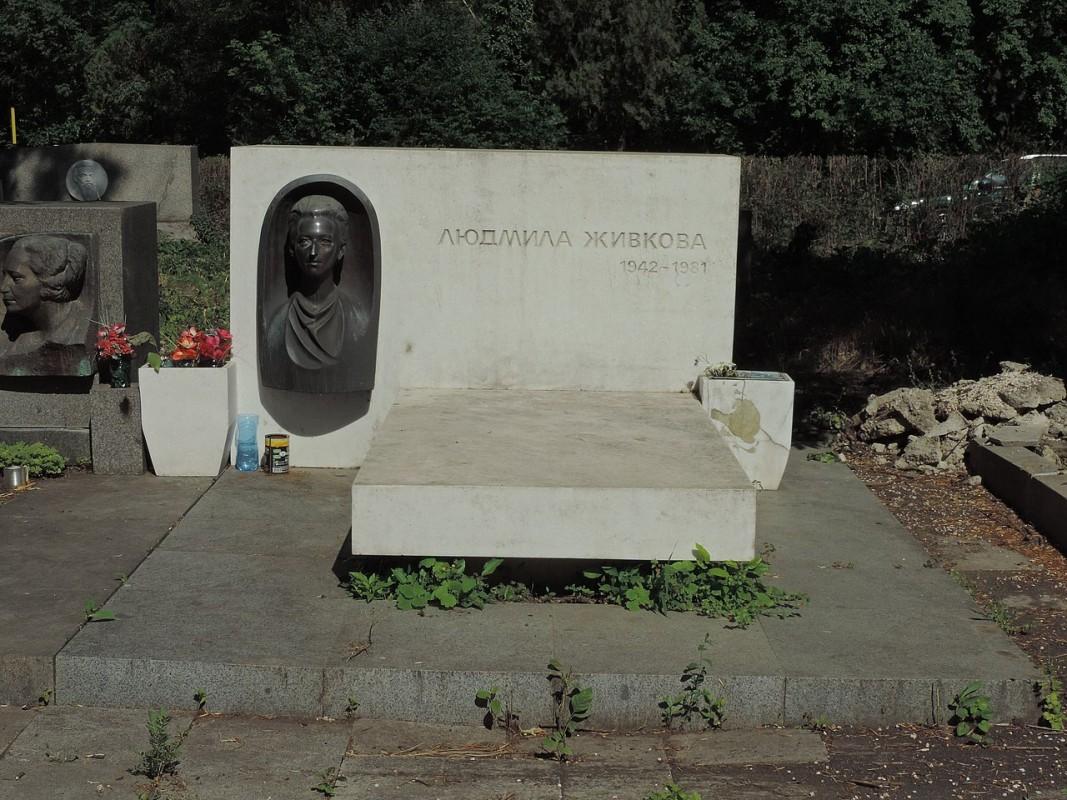 Гробът на Людмила Живкова в Централните софийски гробища.