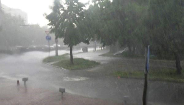 При кратката буря над Пловдив се изсипа голямо количество дъжд