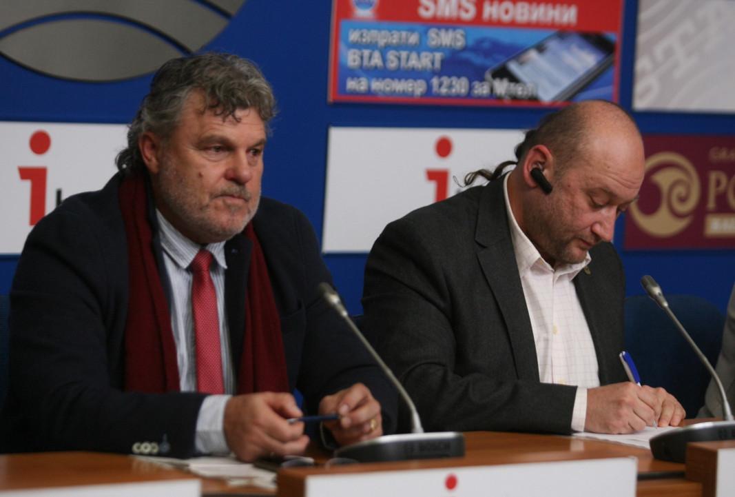 Йонко Иванов (вляво)