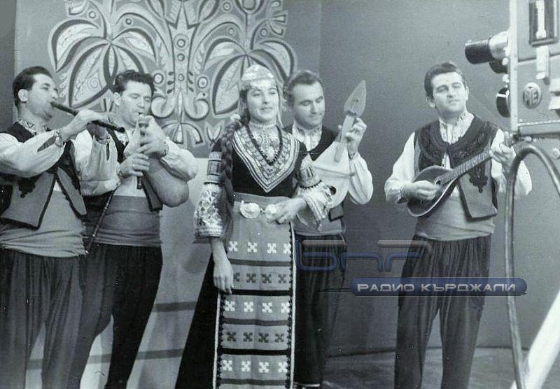 Странджанската група на запис в БНТ, солистка: Янка Рупкина. Снимка: Личен архив.