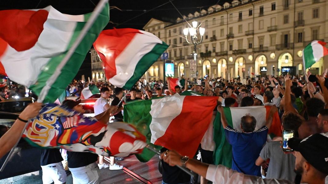 Италия ликува след победата над Испания на полуфинала
