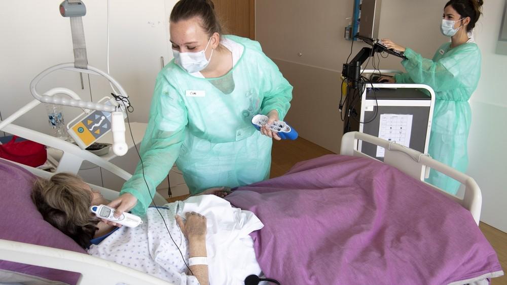 Така изглежда грижата за пациенти с Covid-19 в Швейцария  Снимка: ЕПА/БГНЕС