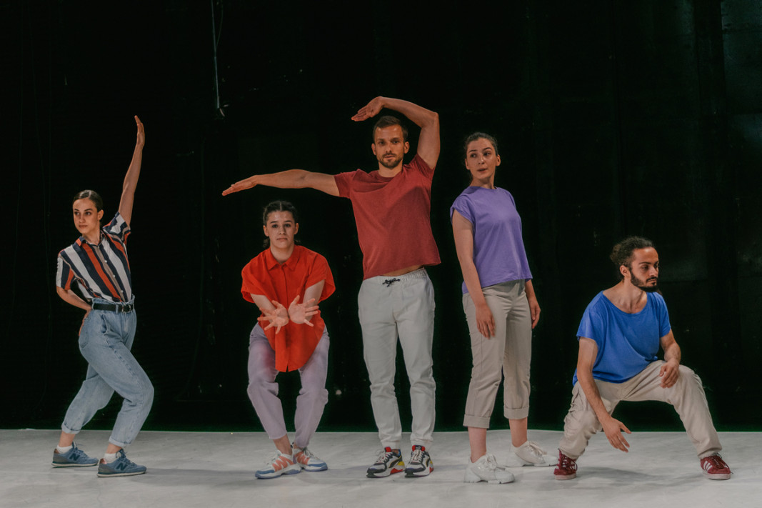 """Фрагмент от спектакъла """"Танцови маниаци""""      Снимка:Теодора Симова"""