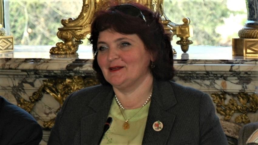 Sonya Vaseva como representante de Radio Bulgaria durante un debate público en la ciudad de Versalles, 2009.
