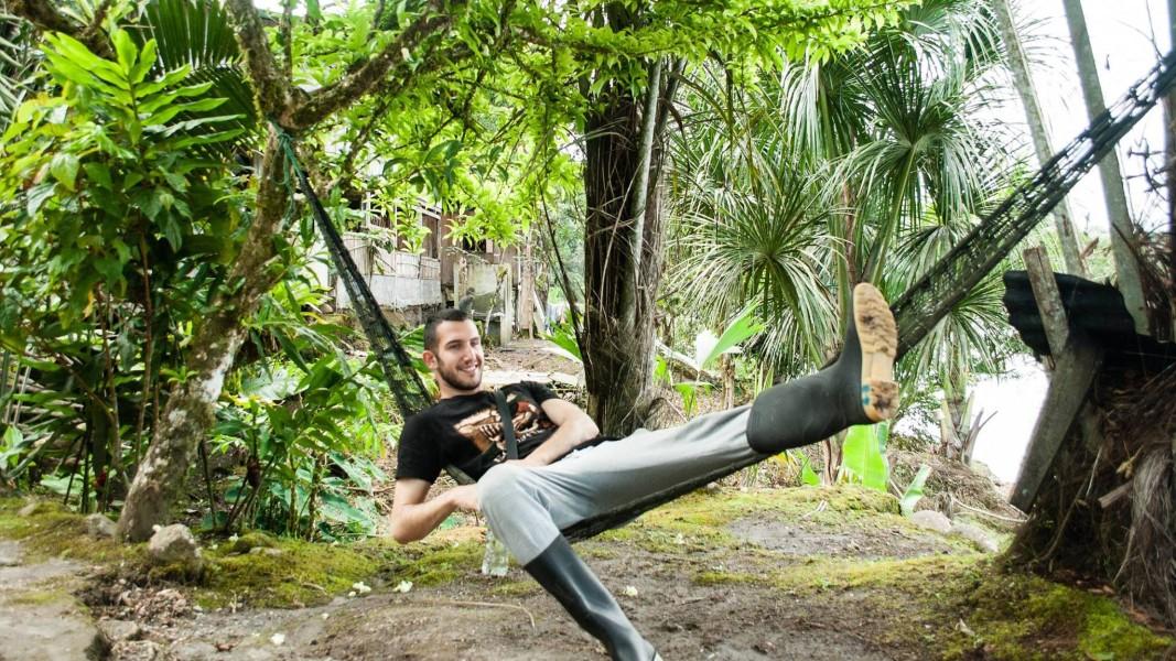 Васил Стефанов на хамак в джунглата