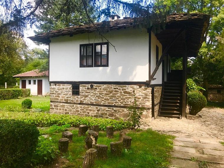 Родната къща на Тодор Живков в Правец  Снимка: БНР