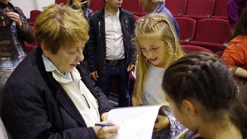 На първото издание гост беше Мая Вапцарова, племенница на поета