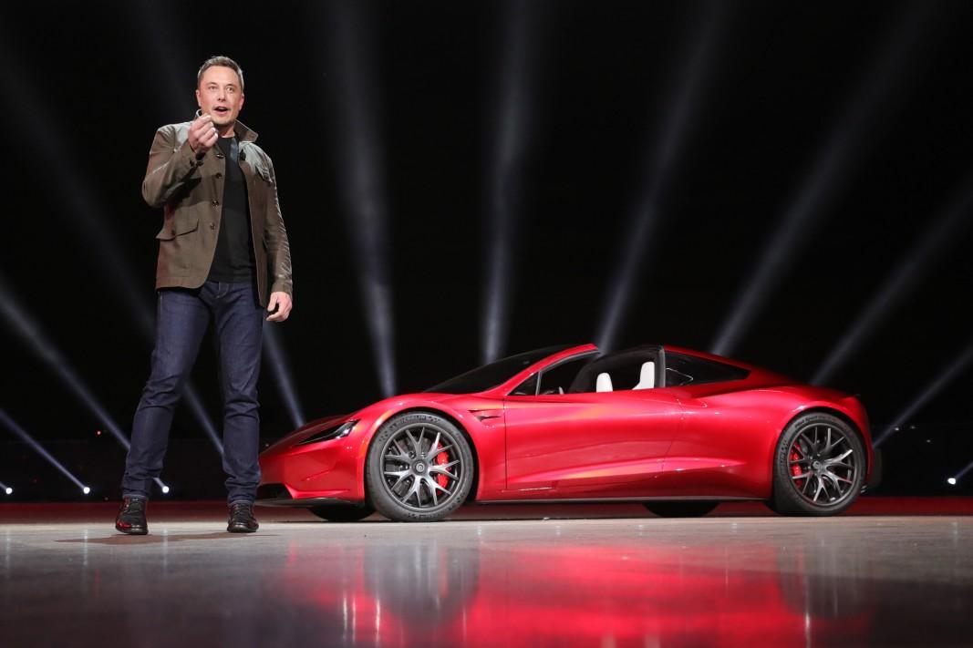 Бъдещето не е в колите, а в хора като Мъск