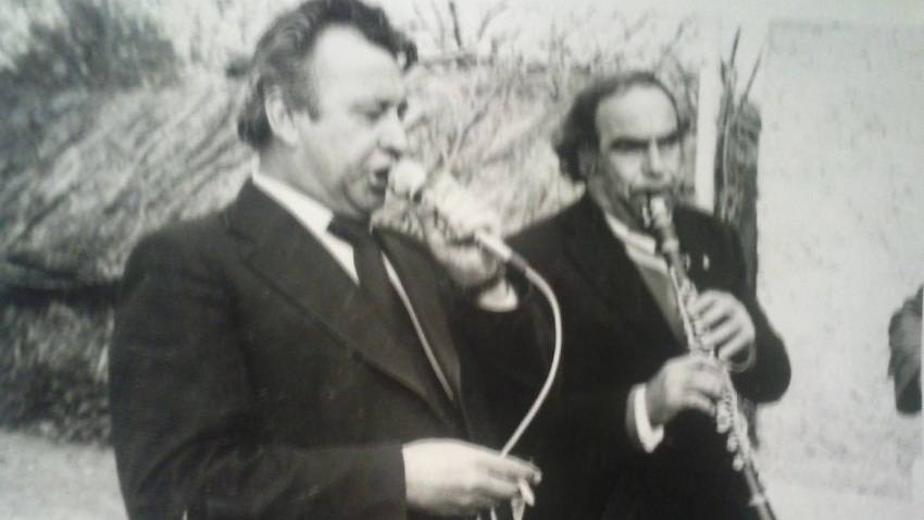 Ahmet Cumalı sahnede.