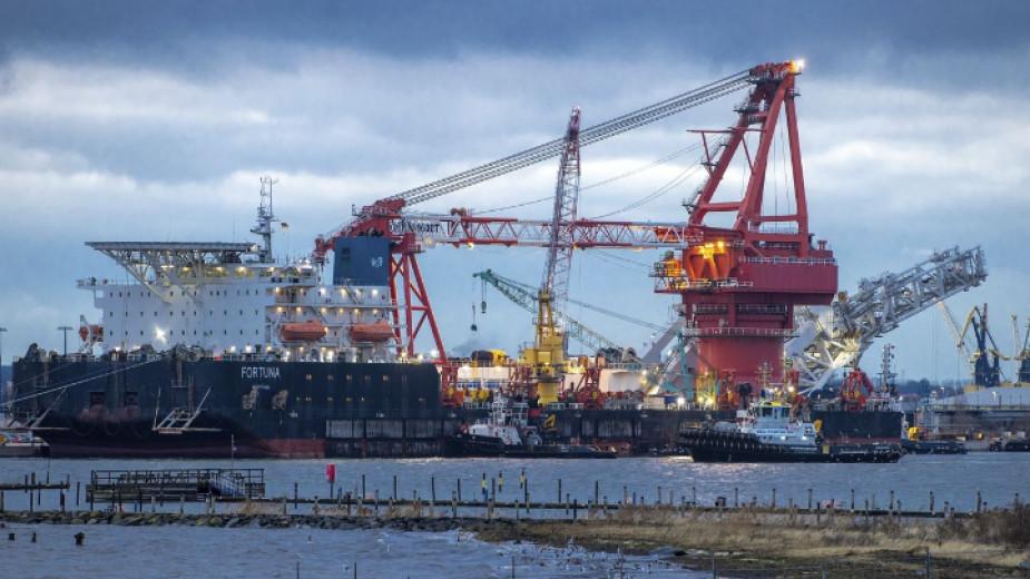 """Руският кораб """"Фортуна"""" в пристанището на Висмар, Германия."""