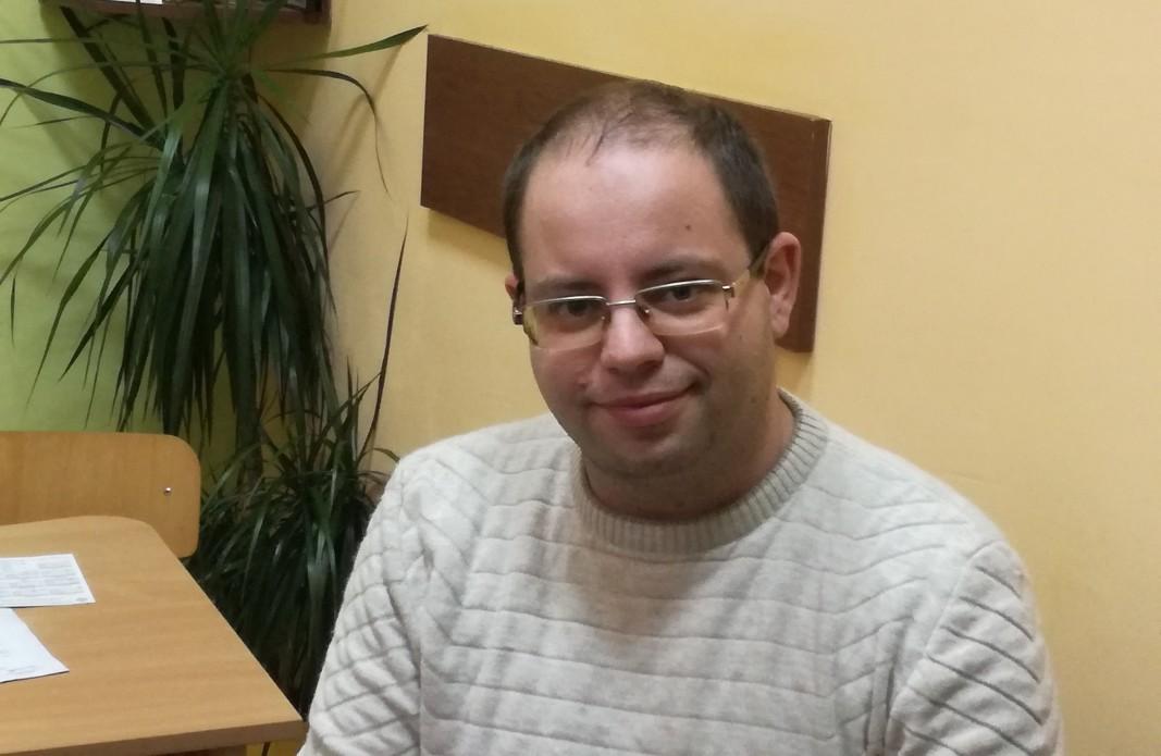 """Заместник-директорът на Началното училище """"Цани Гинчев"""" в Лясковец Иван Пейчев"""
