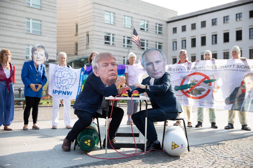 Демонстрация в Германия срещу използването на ядрени оръжия, снимка: ЕПА/БГНЕС