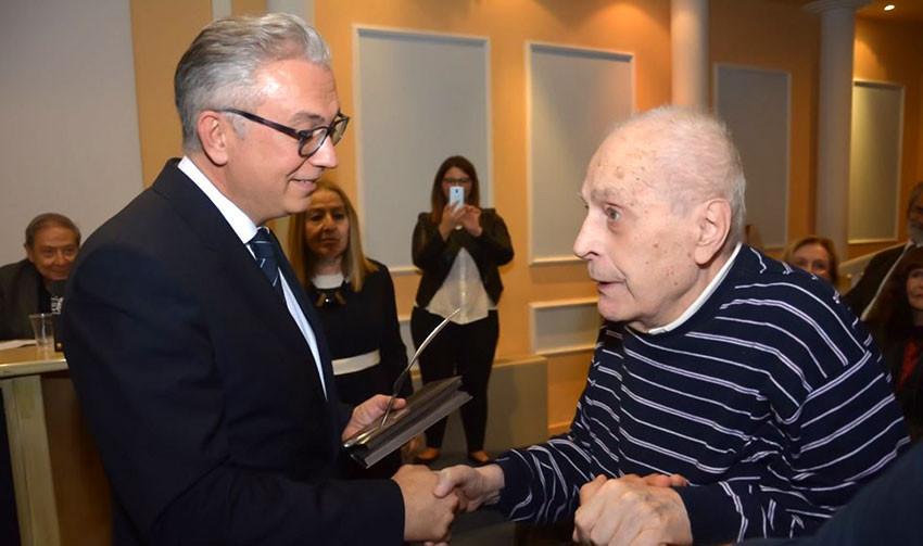 Поетът Янис Даллас (вдясно) с политика Теодорос Русопулос