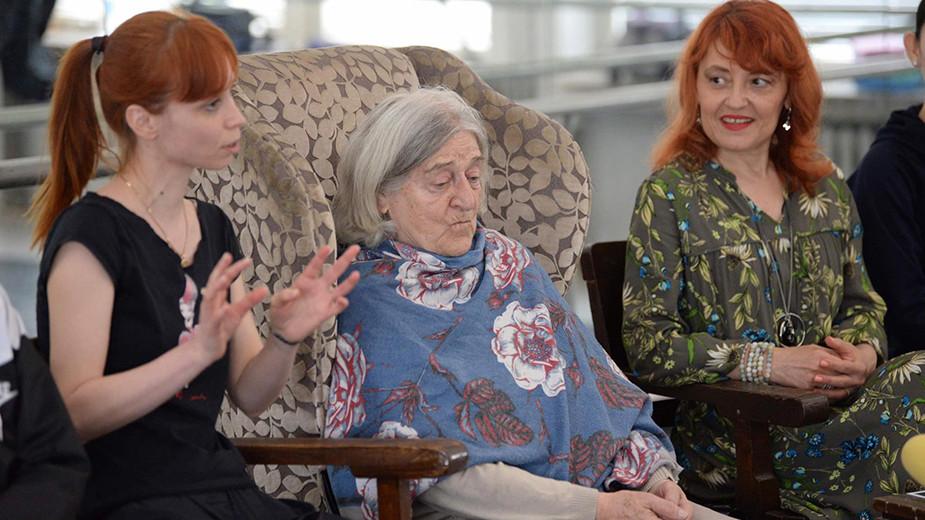 """Акад. Калина Богоева (в средата) на пресконференцията в русенската опера за """"Баядерка"""""""
