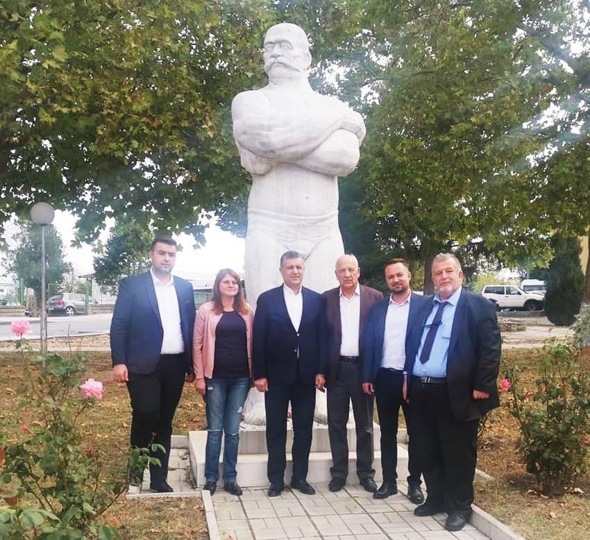 """Hitino """"Koca Yusuf"""" heykeli ziyareti."""