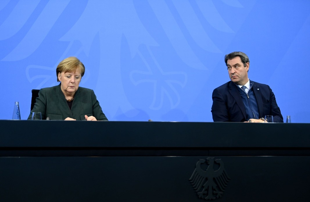 Канцлерът на Германия Ангела Меркел и премиерът на Бавария Маркус Зьодер