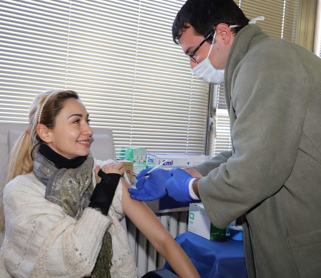 Артисти и работещи в столичните театри избраха да бъдат ваксинирани срещу Covid-19 от екипите на ВМА