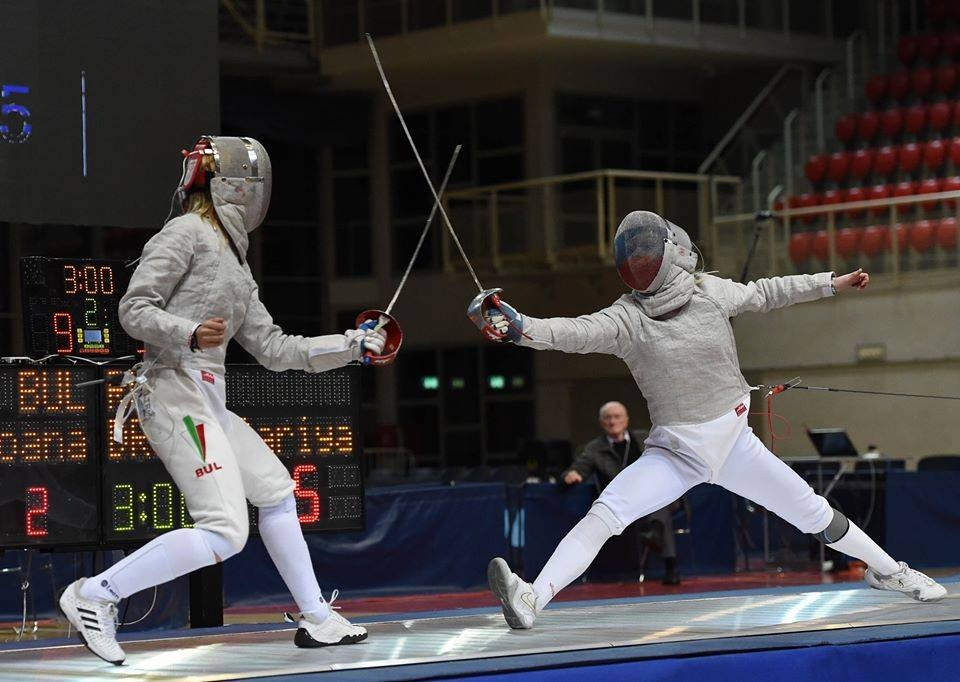 Йоана Илиева (вляво) разгроми с 15:6 рускиня на финала.