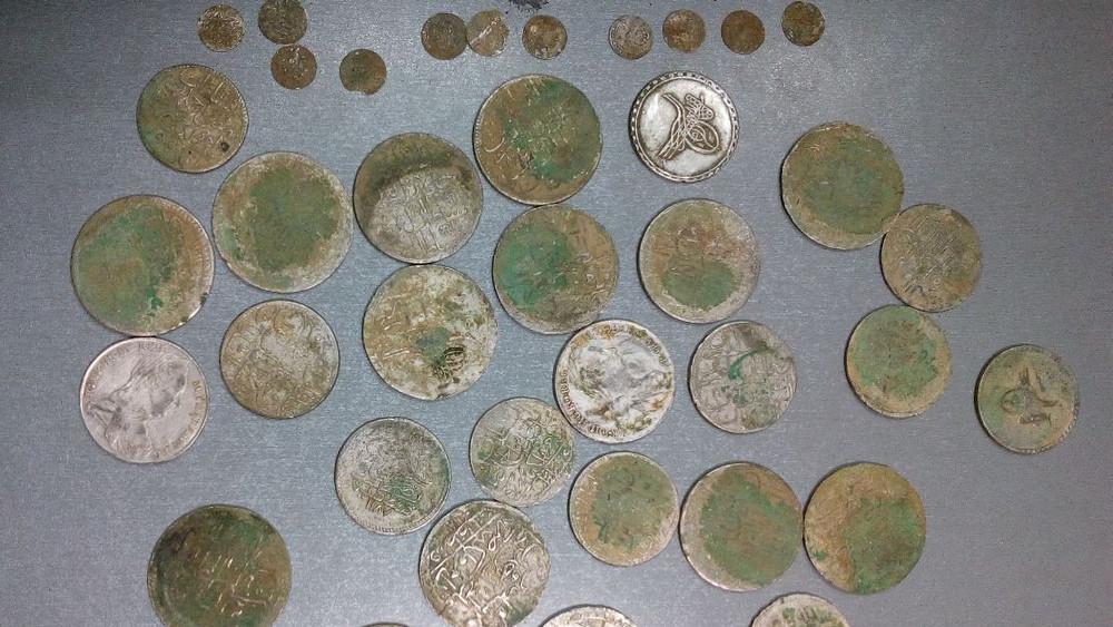 Монети, задържани от митничарите на пункт Връшка чука през 2016 година.