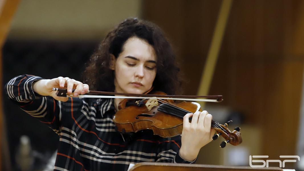 Алена Баева на репетиции с оркестром БНР. Фото: Ани Петрова
