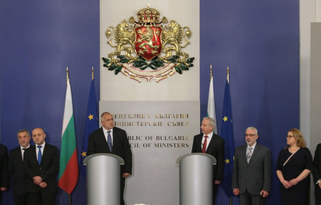 Огнян Герджиков предаде поста на Бойко Борисов на 4 май 2017 г.
