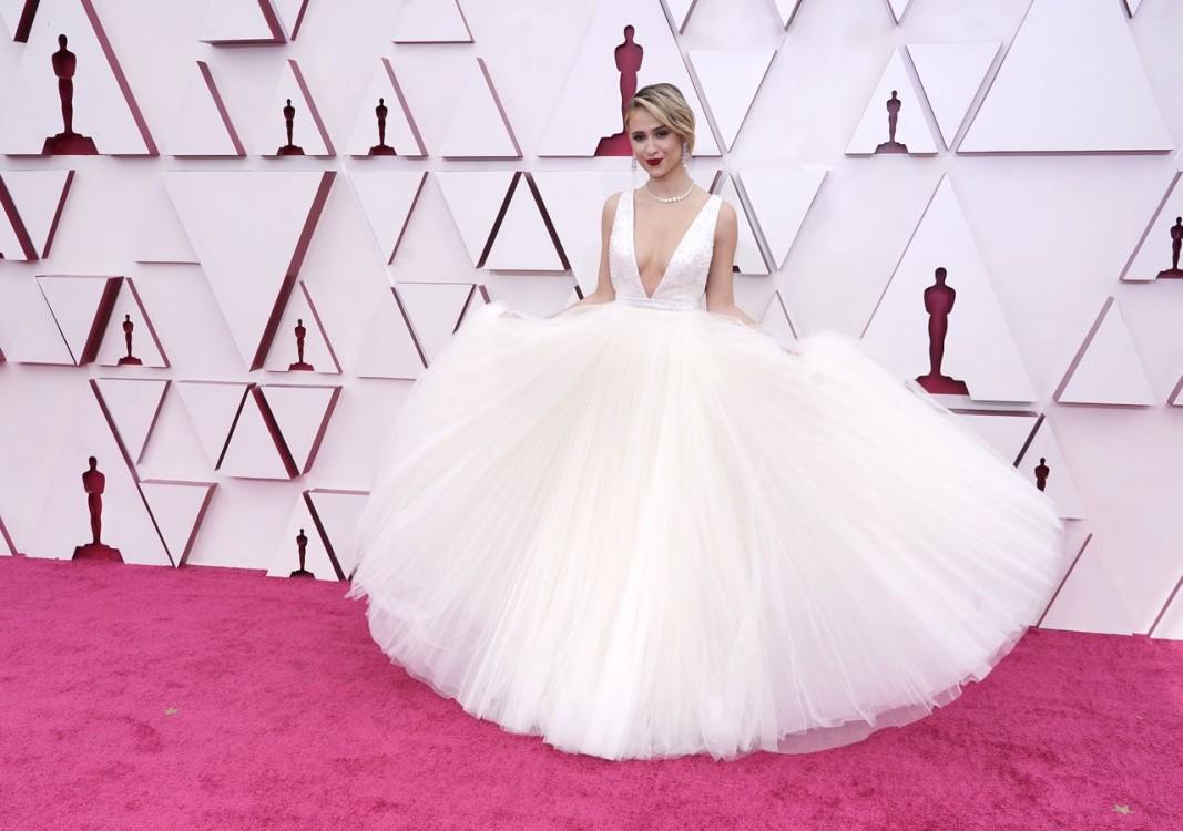 Мария Бакалова впечатли с роклята на церемонията в Лос Анджелис