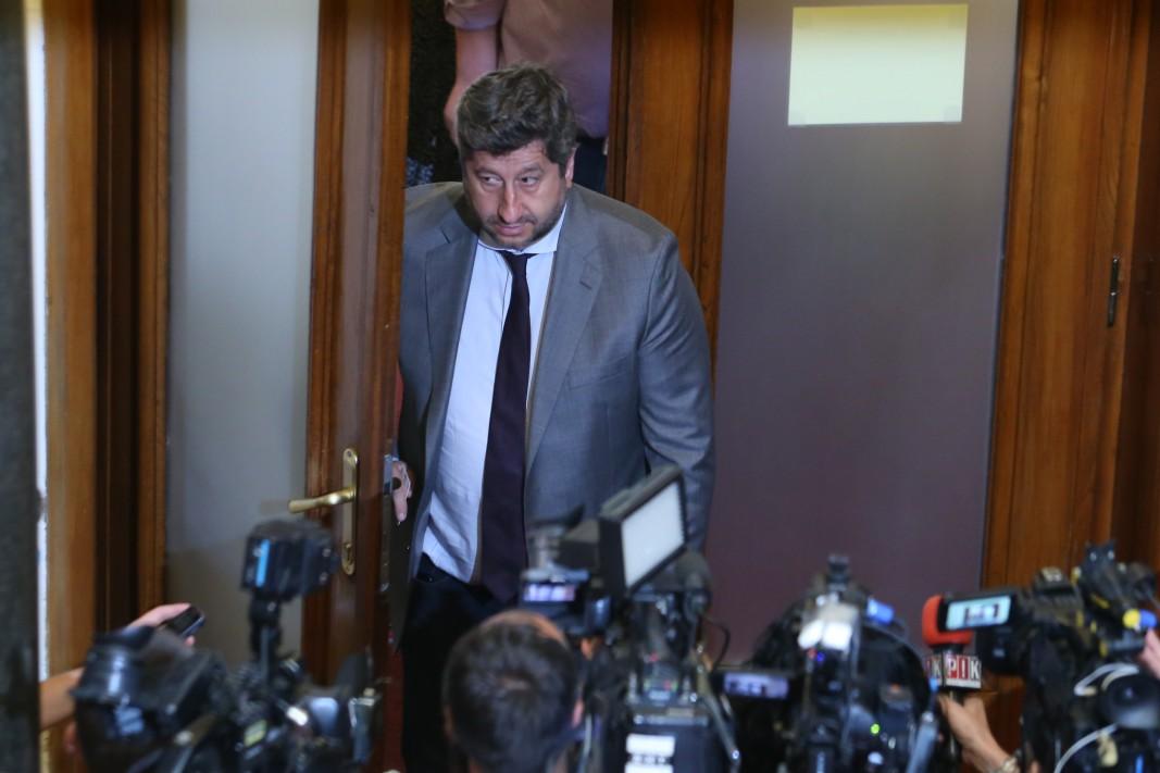 Христо Иванов в кулоарите на парламента, 3 август 2021 г.; БГНЕС