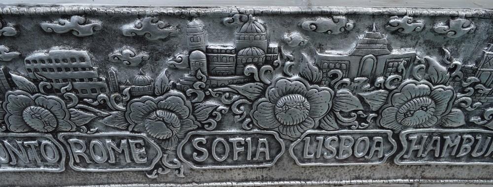 София между Рим  и Лисабон на стената на Сребърния храм. Снимка: dromomania.bg