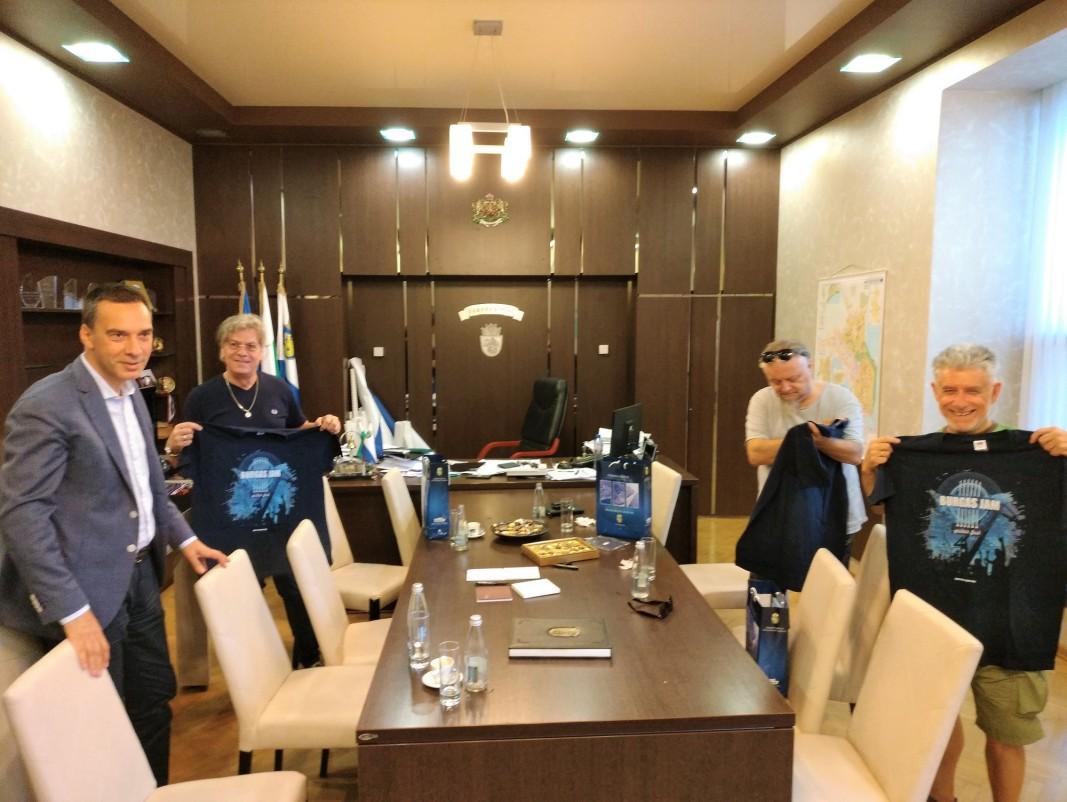 ee08e4f131d Кметът Димитър Николов се срещна с тримата големи от ФСБ преди днешния им  двучасов концерт в рамките на фестивала Burgas Jam.