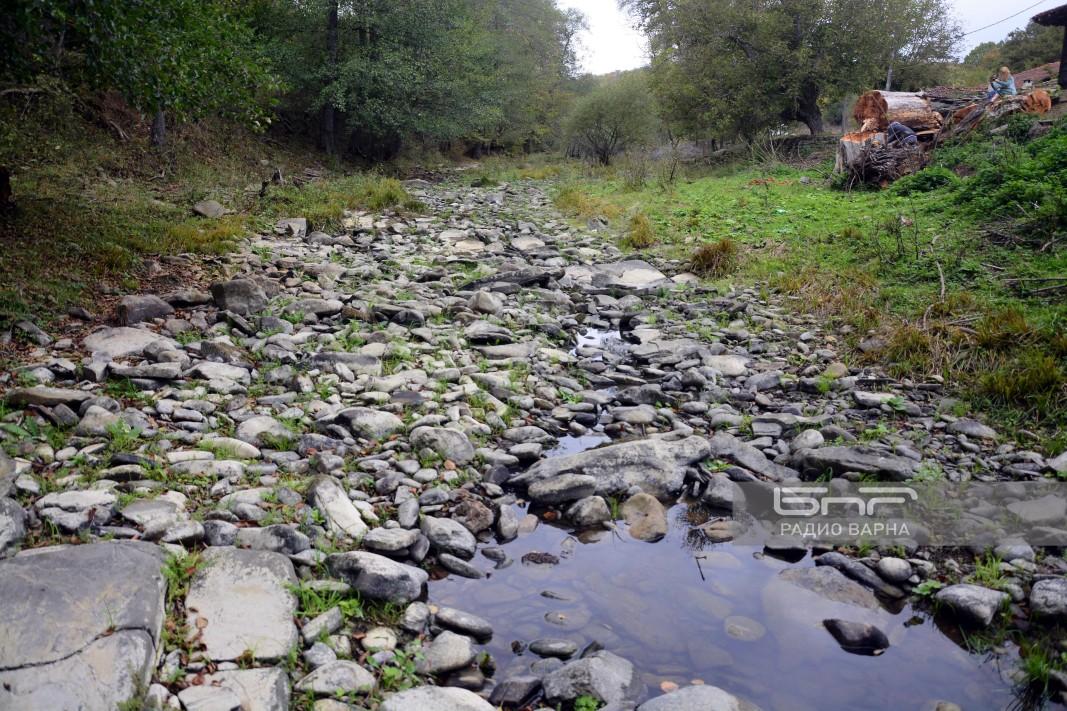 Основният приток на Луда Камчия, който преминава през с. Нейково, който иначе се влива в нея при с. Градец в Сливенско.