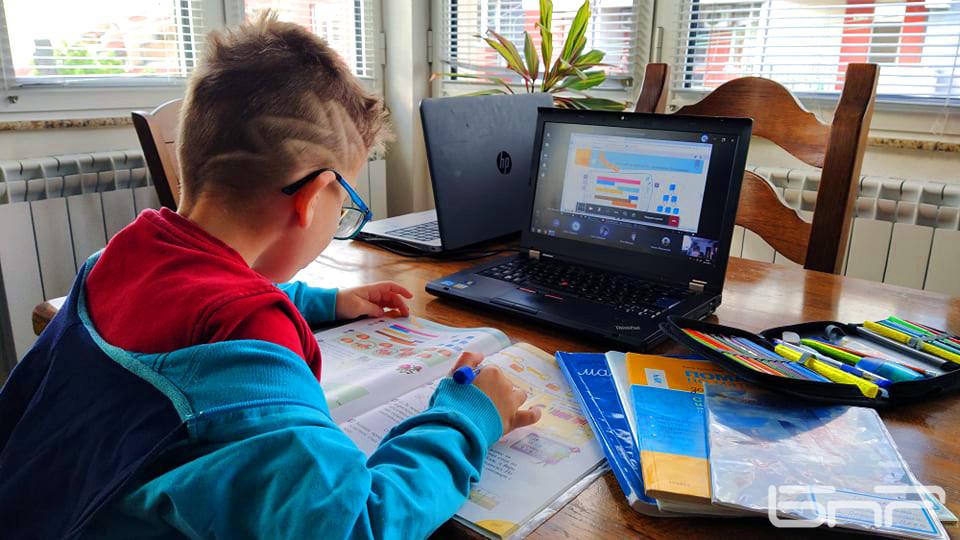 Близо 2000 ученици в Ямболска област не могат да бъдат обучавани ...