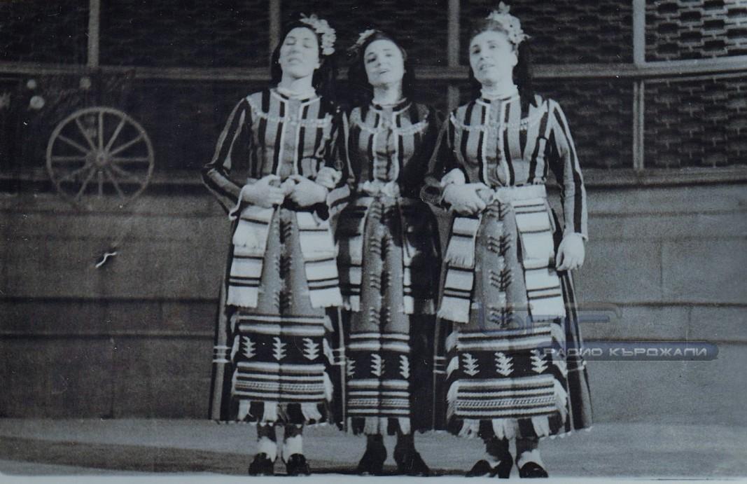 """Вокалното трио на """"Лале ли си, зюмбюл ли си"""" – Ангелина Никова, Верка Сидерова, Янка Танева. Снимка: Личен архив."""
