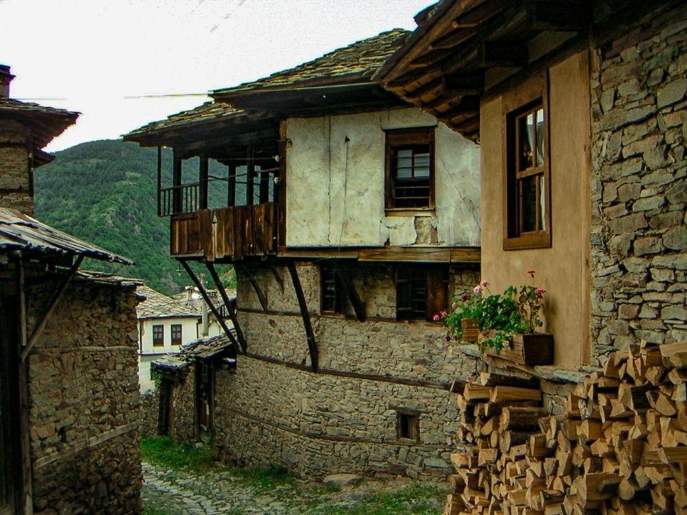 Kovachevitsa fascina a los turistas con sus casas de piedra y su espíritu renacentista
