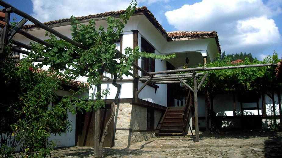 Козинаровата къща с кладенеца на честта