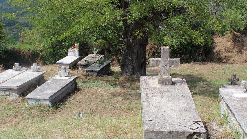 Oborri i Kishës së Shpërfytyrimit në fshatin Herbel